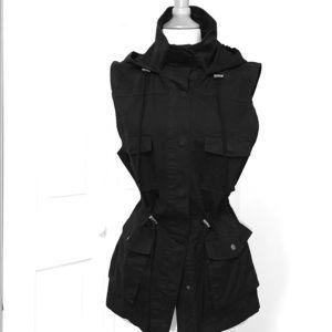 Great utility vest, lots of details. Black sz LG